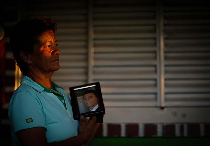"""""""Tem gente feliz em Brumadinho com a mesada da Vale. Tem gente que quer esquecer porque não perdeu nada,"""" diz Rosângela Maria Matos, mãe de Duane Moreira de Souza, de 33 anos"""