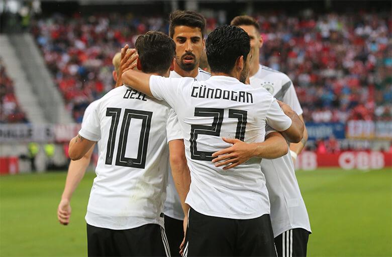 Equipe alemã comemora gol em amistoso em Klagenfurt, na Áustria, contra os donos da casa, em 2 de junho. Foto: AP/Ronald Zak